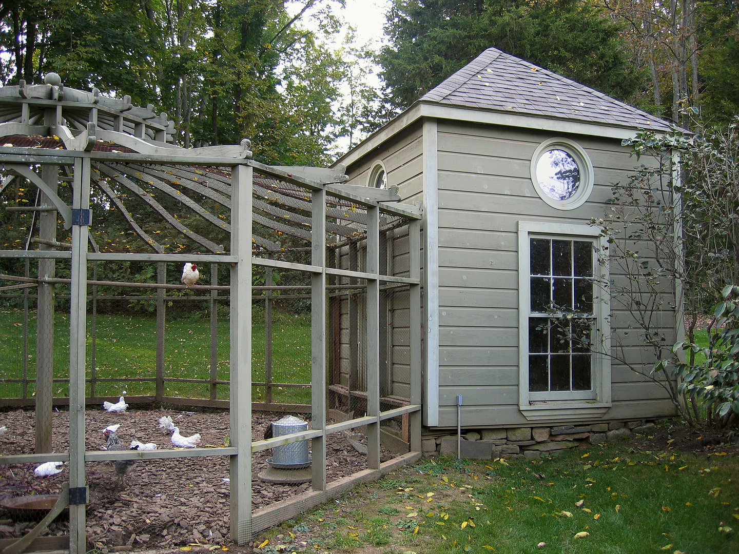 Color choices for outbuildings smallrooms for Gazebo chicken coop