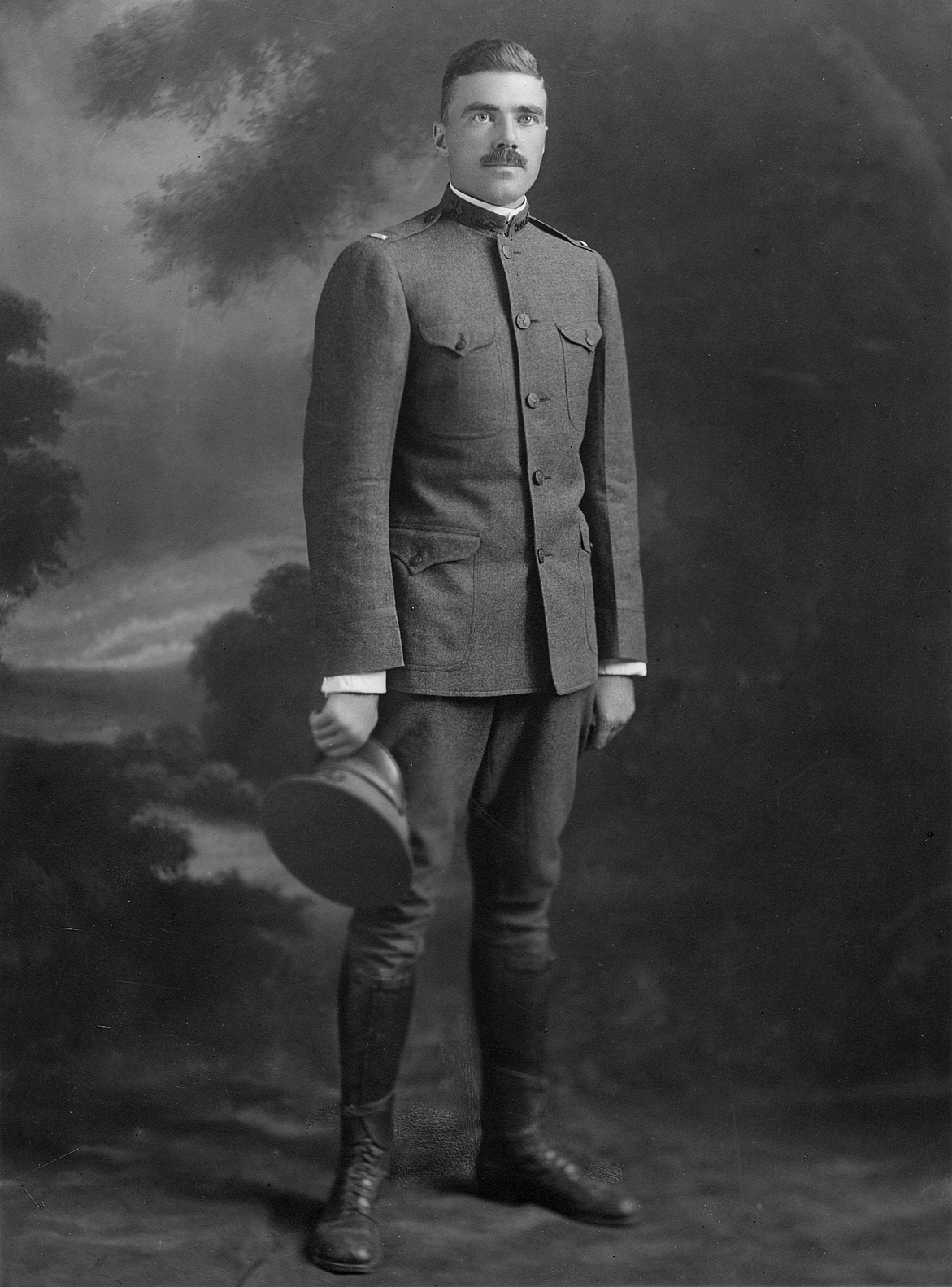 (above) Frank F. Bell II as First Lieutenant, Signal Reserve Corps, Aviation Section when called to active duty July 1917