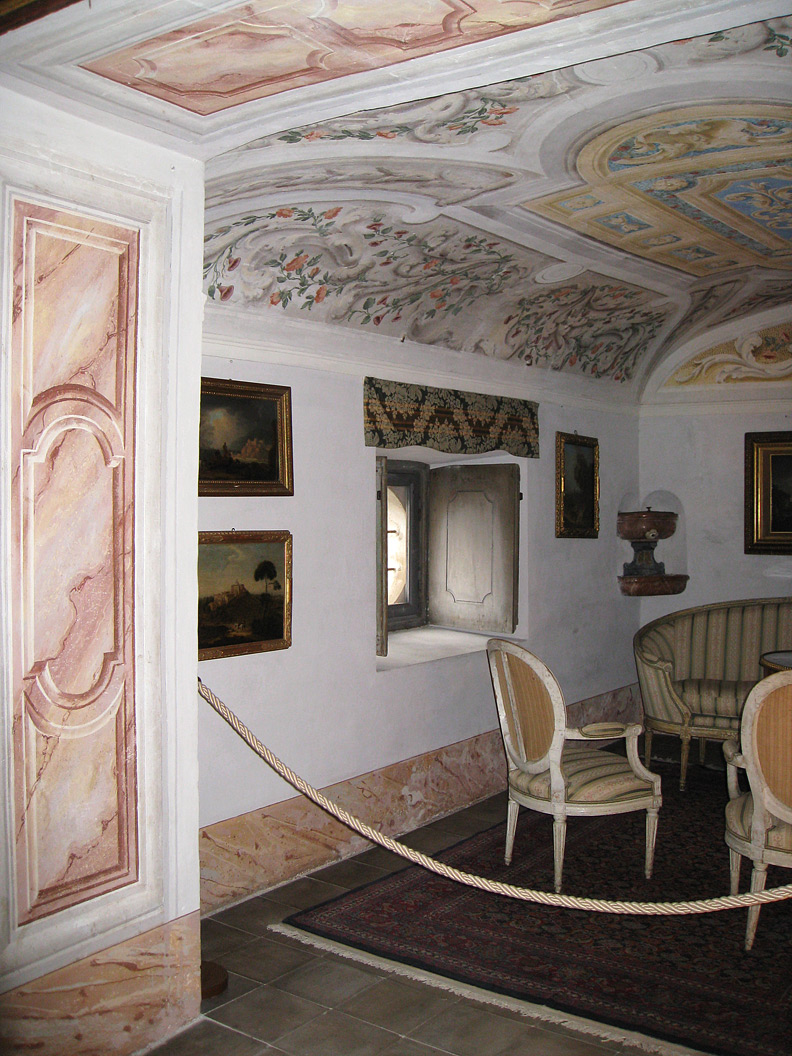 (above) A small alcove within the Villa della Porta Bozzolo. The walls, doors and vaulted ceilings of the entire villa are richly adorned with tromp l'oeil architectural frescos and rococo vegetation. Additional information on this villa can be found here and here.