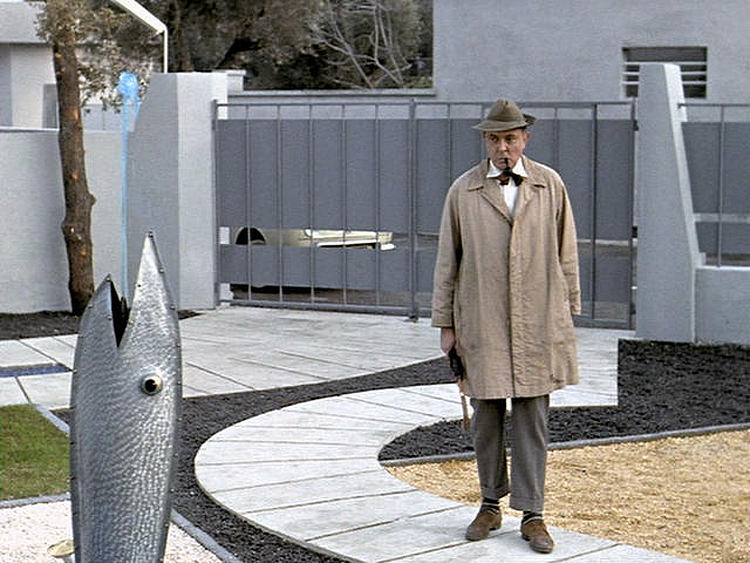 (above) Not all guests, such as Uncle Hulot, appreciate the blue squirt. Usually this feature is not activated on his arrival.