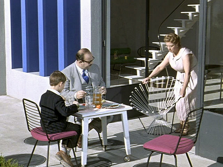 (above) Until Uncle Hulot's unexpected visit
