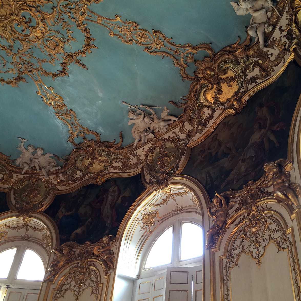 (above) A ceiling detail of the Princess's salon.