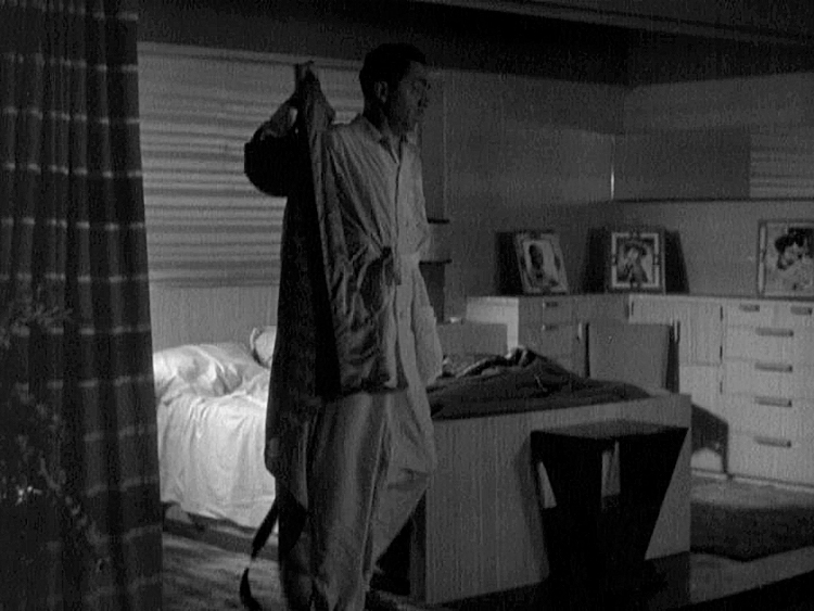 (above) I liked the way his bedroom looked with one light on. Most films at this time were way over lighted, but in this film accent interior lighting plays a big part.